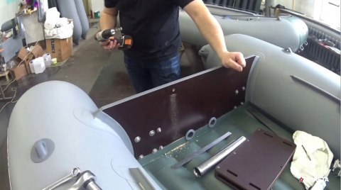 Extension, engine height regulator, transom for a pontoon
